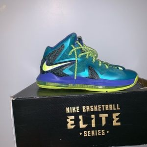 THREE BASKETBALL SHOES FOR THE PRICE OF ONE !
